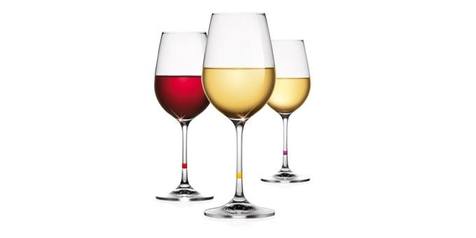 Weingläser mit integrierten Glasmarkern